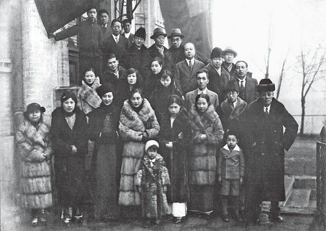 장개석 총통이 모택동과 기념사진.jpg