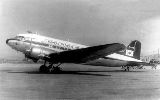 Douglas DC-3 한국 항공 HL-106 창랑호.jpg