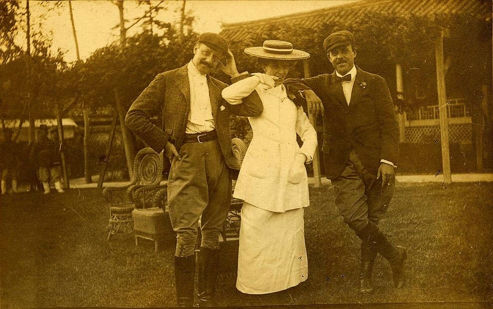테프트-가츠라밀약을 체결한 테프트일행이 조선에 도착하여 Alice Roosevelt 와 그녀의 약혼자 롱 월스 하원의원.jpg