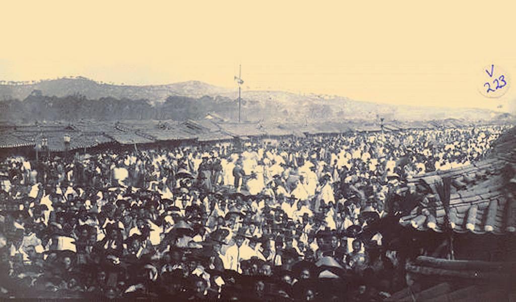 1898년 서울전차궤도부설공사 기공식에 운집한 사람들.jpg