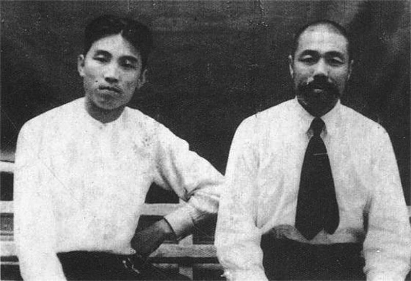 1940년대 초 소련 제88정찰여단시절의 김일성과 중국인간부 시세영 China, 1940's.jpg