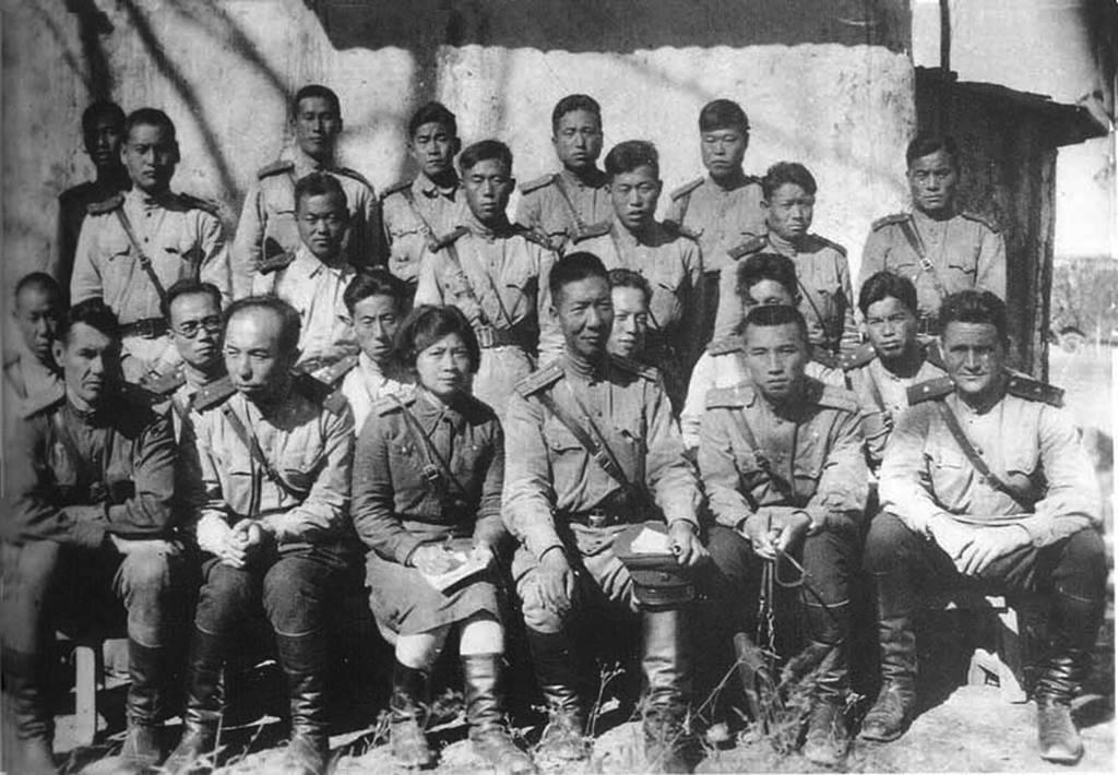 1943년 10월 5일, 동북항일연군교도려 야전연습 후, 북야영에서 촬영한 대원들 1 China, 1943.jpg